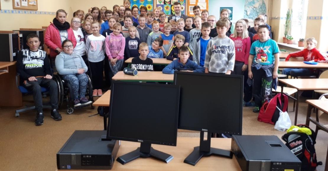 Komputery trafiły do Szkoły Podstawowej w Pruścach (foto)
