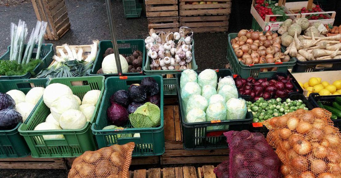 Prawie połowa Polaków wyrzuca jedzenie.