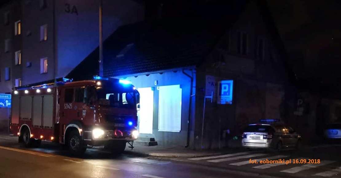 Strażacy szukają jeszcze jednej osoby, zmiana organizacji ruchu na ul. Czarnkowskiej