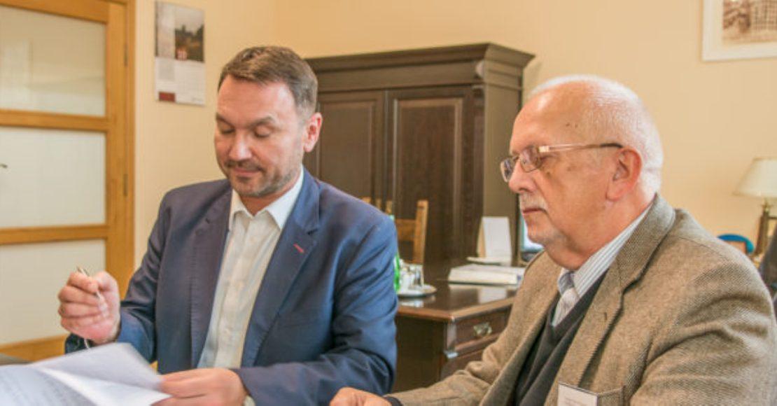 Burmistrz Obornik podpisał umowę na doposażenie Dziennego Domu Seniora
