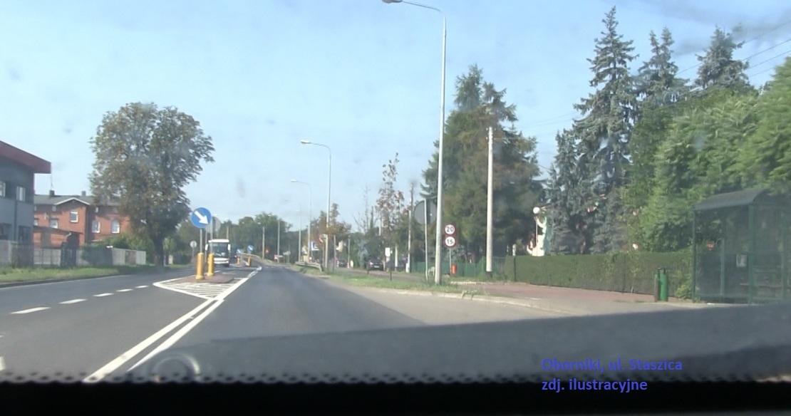 Dachowanie pojazdu na ul. Staszica w Obornikach