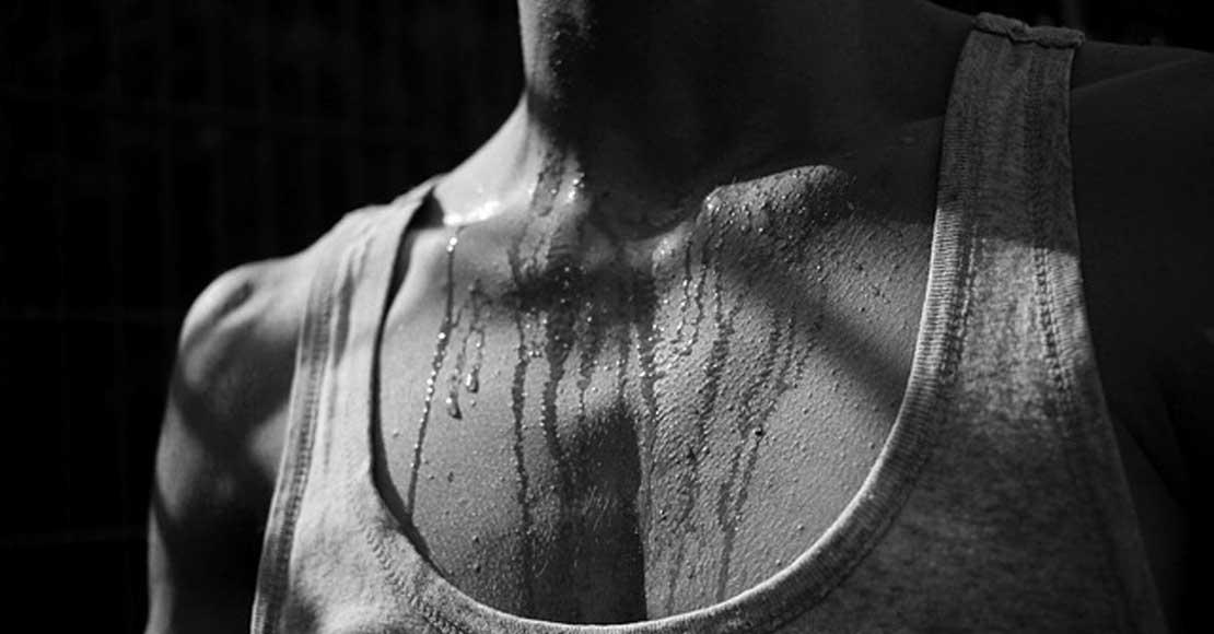 Jak walczyć ze wstydliwym poceniem się?