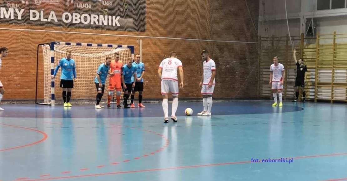 W derbach lepsza drużyna Futsalu Leszno (film)