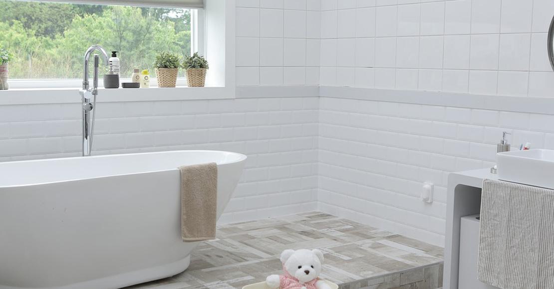 Jakie meble łazienkowe wybrać do rodzinnej łazienki?