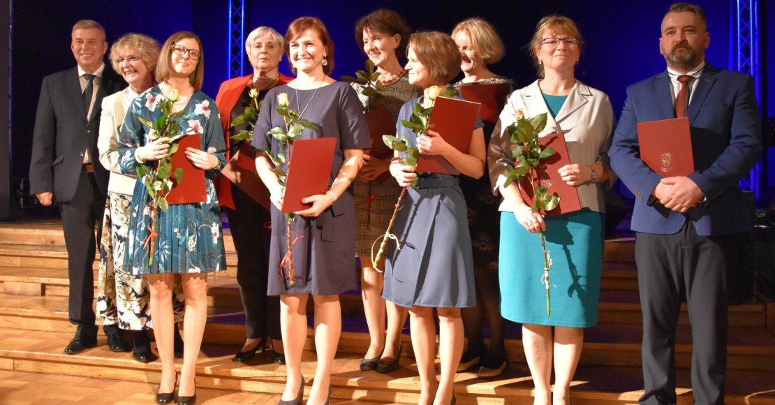 Starosta nagrodziła dyrektorów szkół, nauczycieli i pedagogów (foto)