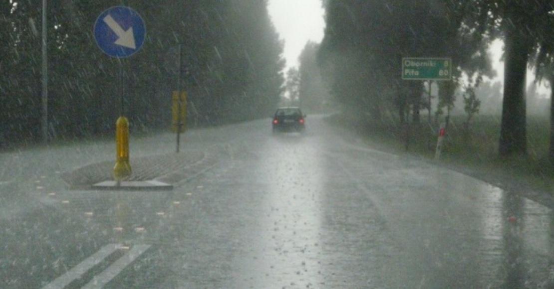 Ostrzeżenie przed burzami z deszczem i gradem
