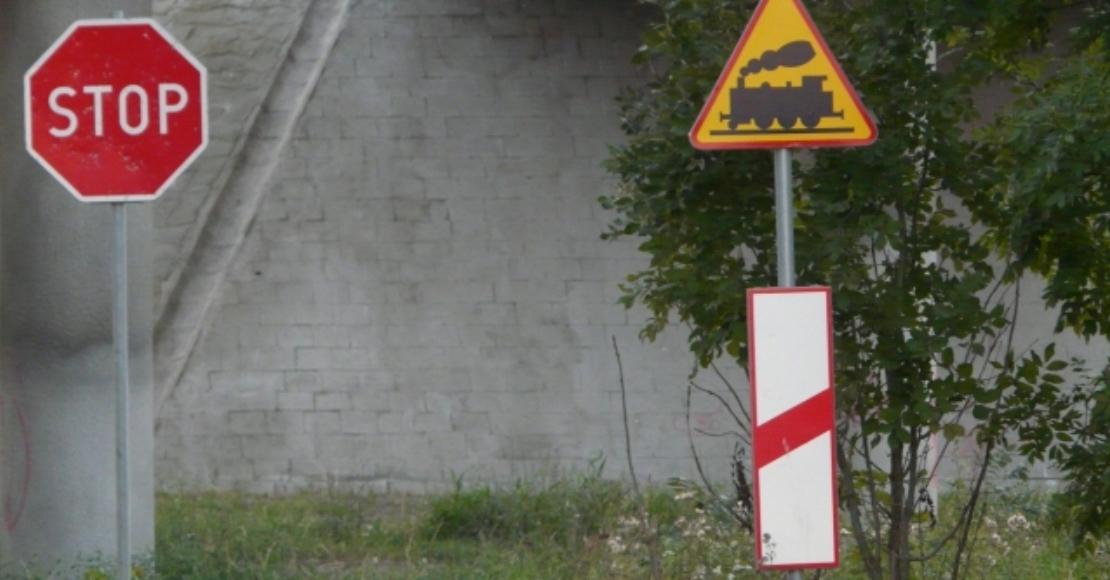 Zamknięty przejazd kolejowy w Ocieszynie