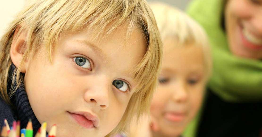 Chcesz polepszyć językowe umiejętności Twojego dziecka? Zobacz najlepsze sposoby!