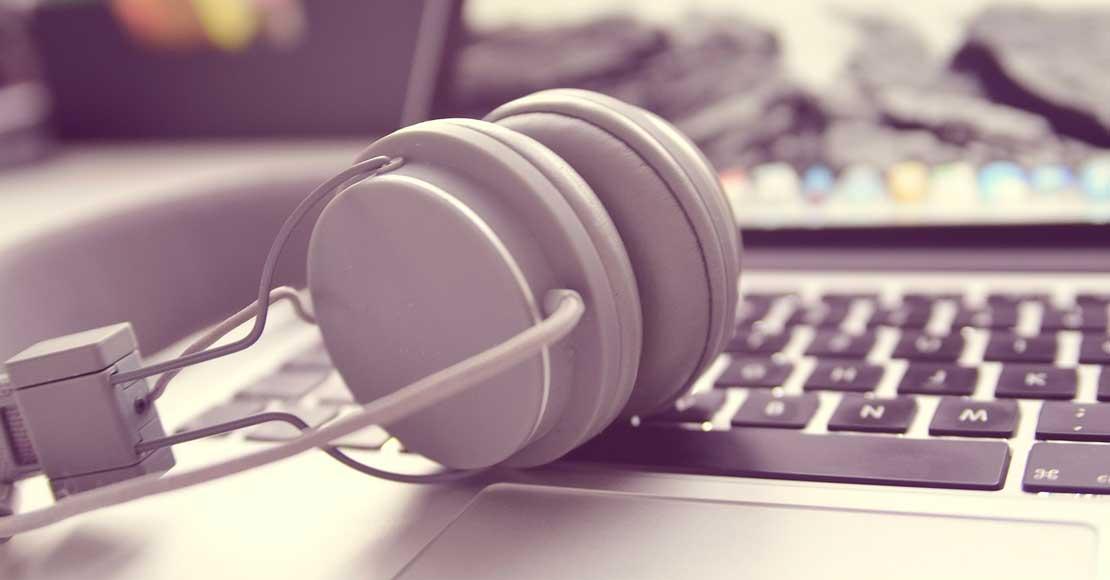 Słuchawki do biura – na co zwrócić uwagę podczas wyboru?