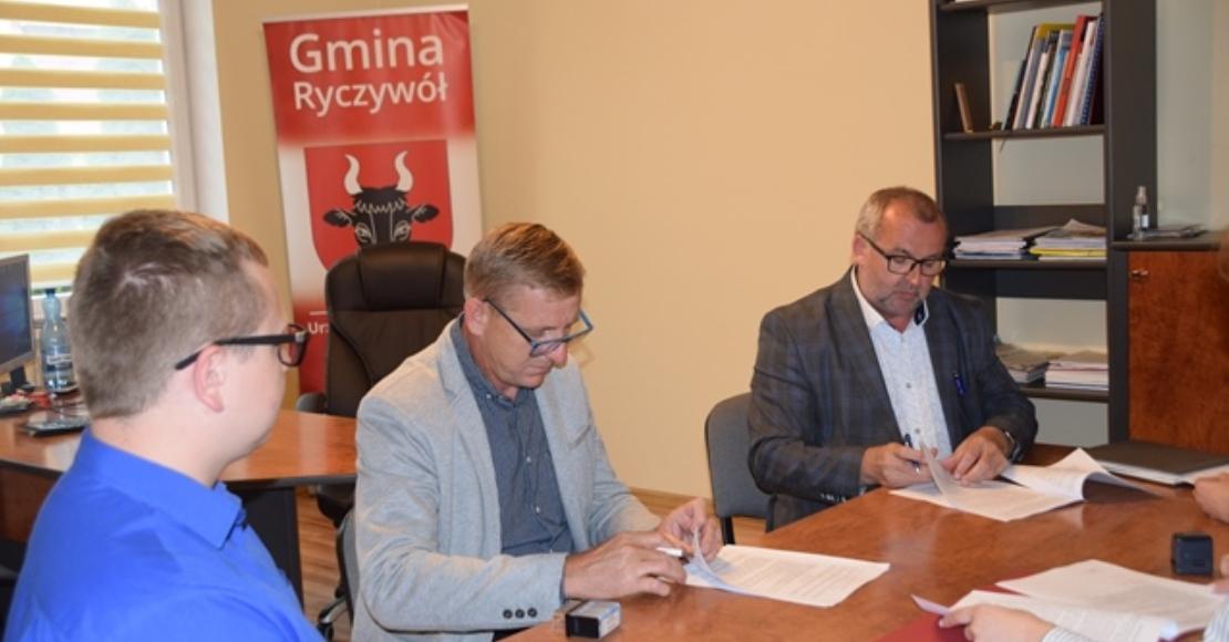 Umowa na budowę szatni w Lipie podpisana