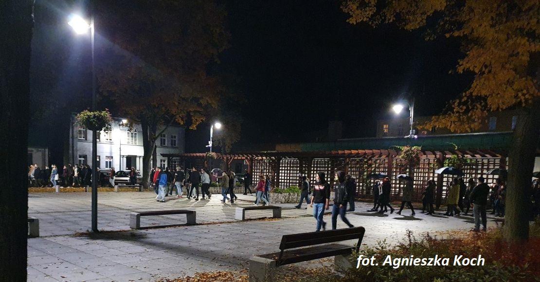 W Rogoźnie o 19:00 rozpoczyna się strajk kobiet. Będzie więcej policji