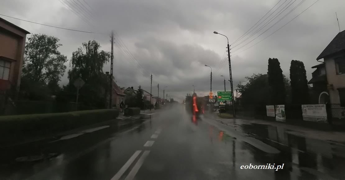 Nadchodzą burze z deszczem i gradem!