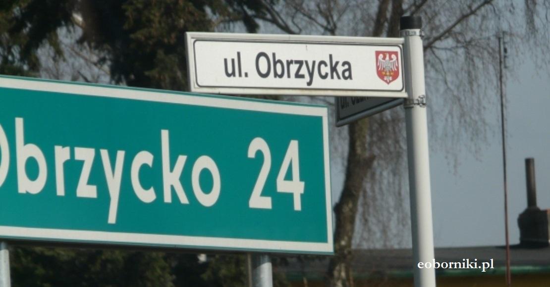 Słoma na ul. Obrzyckiej w Obornikach