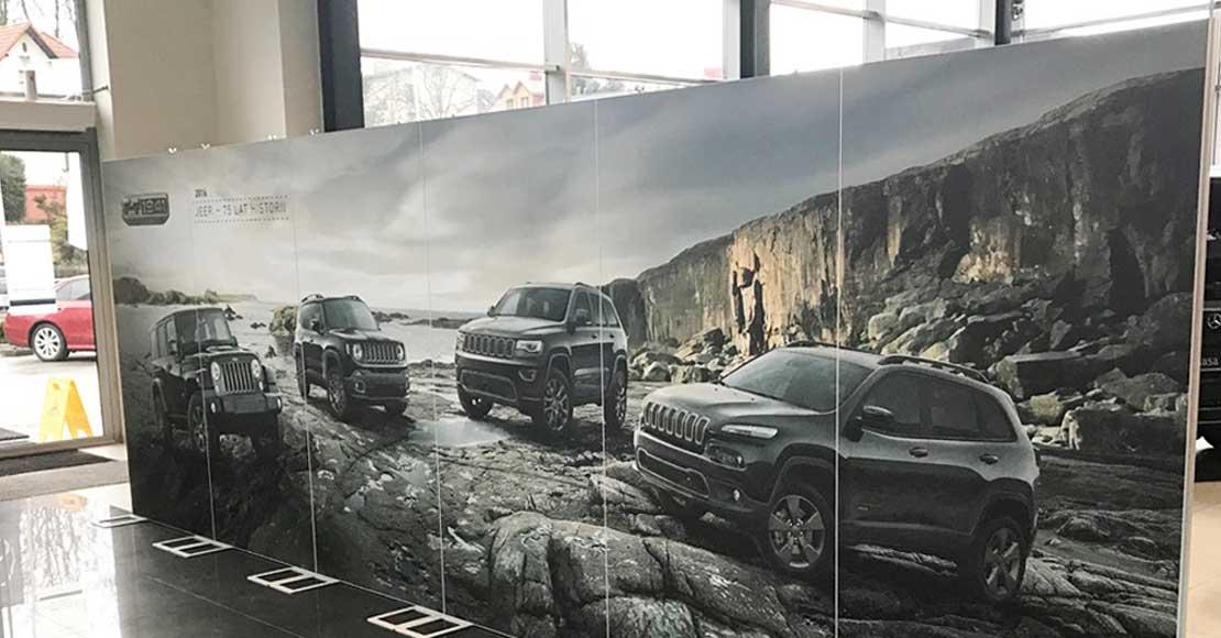 Indoorowe kampanie reklamowe. Które ścianki promocyjne są najskuteczniejsze?