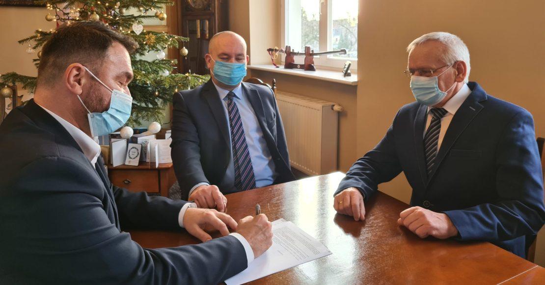 Umowa na budowę drogi przeciwpożarowej podpisana