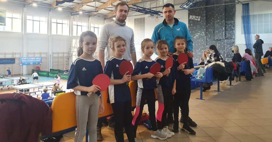 Młode rogozińskie tenisistki zadebiutowały na imprezie mistrzowskiej (foto)