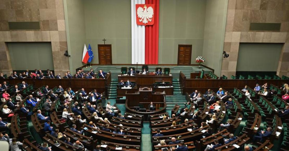 Wyrównana walka Koalicji Obywatelskiej i Polski 2050