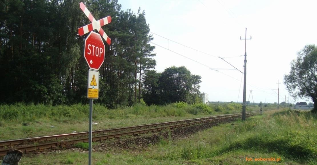 Tragiczny wypadek w Rożnowie na przejeździe kolejowym