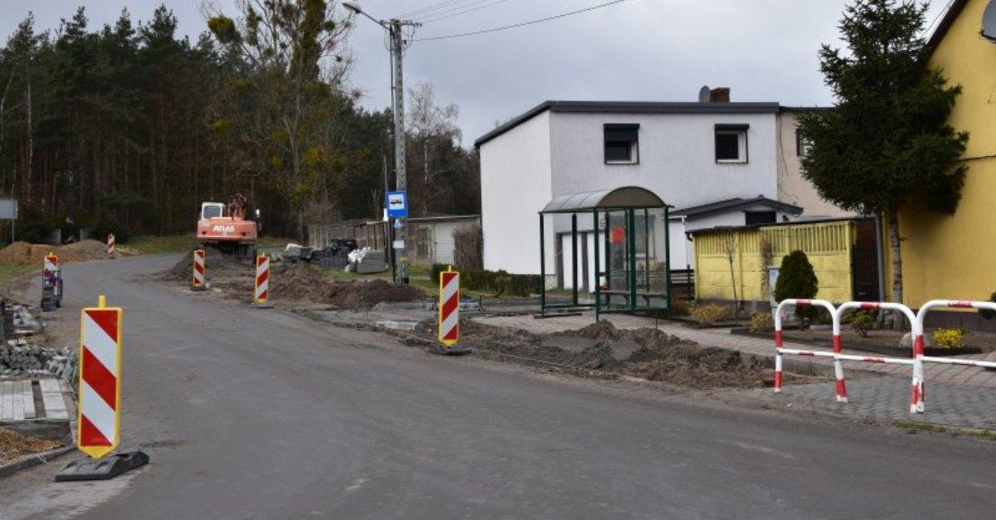 W Gołaszynie budują chodnik (foto)