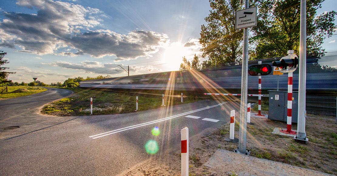Dodatkowe wakacyjne ostrzeżenia PLK na przejazdach kolejowo-drogowych