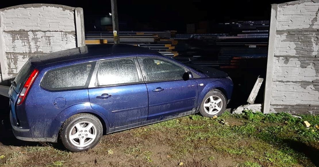 Samochód osobowy zderzył się z autobusem (foto)