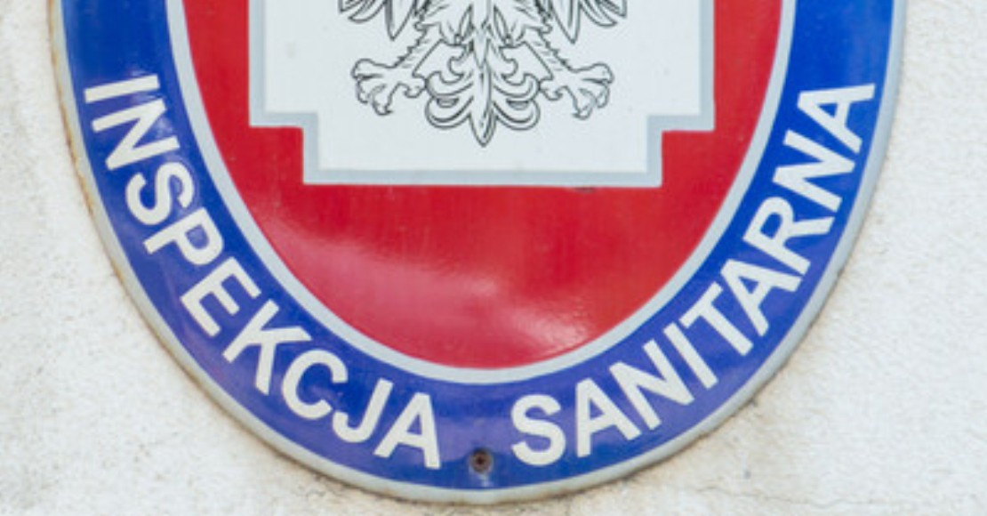 Sanepid przeprowadza nawet 1300 kontroli dziennie w otwartych placówkach gastronomicznych. Tymczasem sądy uchylają kary za łamanie obostrzeń